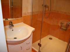 koupelna-oranzova-chrom