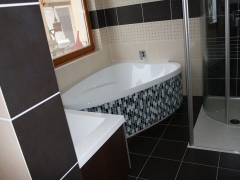 koupelna-luxus-cerno-bezova-vana