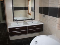 koupelna-luxus-cernobezova-umyvadlo